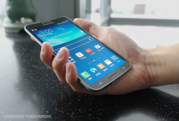 Samsung Expose Curved Galaxy Round Smartphone