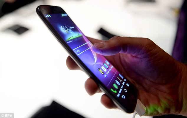 LG's curved G Flex ready to Launch in the UK in February 2014